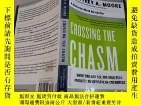 二手書博民逛書店Crossing罕見the Chasm:Marketing an