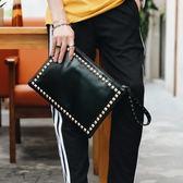 新品鉚釘手拿包歐美手包時尚鉚釘信封包男女時尚手抓包潮包【萬聖節促銷】