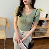 針織短袖上衣 春夏新款chic修身顯瘦短款紐扣V領短袖針織衫上衣女1F143 依品國際