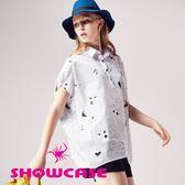 【SHOWCASE】率性條紋印花落肩寬版襯衫(白)