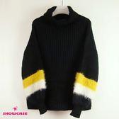 【SHOWCASE】雙色毛配色袖口翻領寬版針織衫(黑)