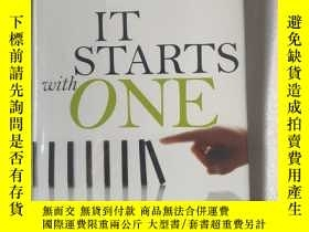 二手書博民逛書店IT罕見STARTS WITH ONE:CHANGING IND