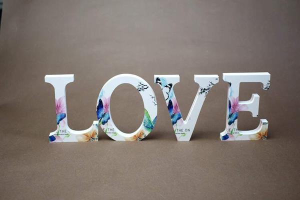 彩色蝴蝶木質字母,婚禮擺設,店面logo,會場佈置 一個字母價