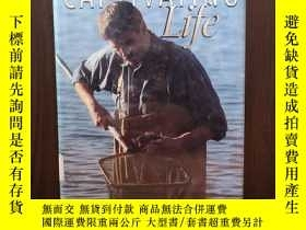二手書博民逛書店Captivating罕見Life : A Naturalist in the Age of Genetics【布