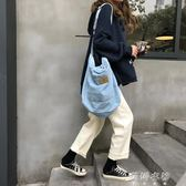 chic韓國百搭簡約牛仔布斜背包男女ins超火的實用帆布包 蓓娜衣都
