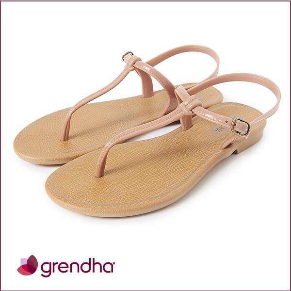 GRENDHA 極簡亮面T字帶平底涼鞋-粉膚色