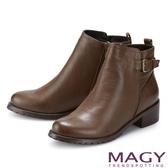 MAGY 皮帶金屬釦環真皮粗跟 女 短靴 可可