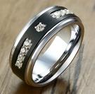 《 QBOX 》FASHION 飾品【RTCR-085】精緻個性拉絲面鋯石神秘黑色拋光鎢鋼戒指/戒環