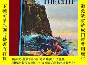 二手書博民逛書店THE罕見HOUSE ON THE CLIFF 精裝32開Y23