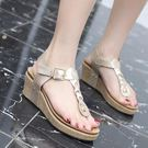 羅馬涼鞋 韓版女鞋子 新款歐美 女鞋坡跟人字搭扣舒適大碼涼鞋羅馬涼鞋【多多鞋包店】ds3890