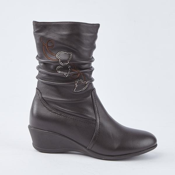 kadia.小羊皮抓皺水鑽愛心繡花低跟中筒靴(8803-71咖啡色)