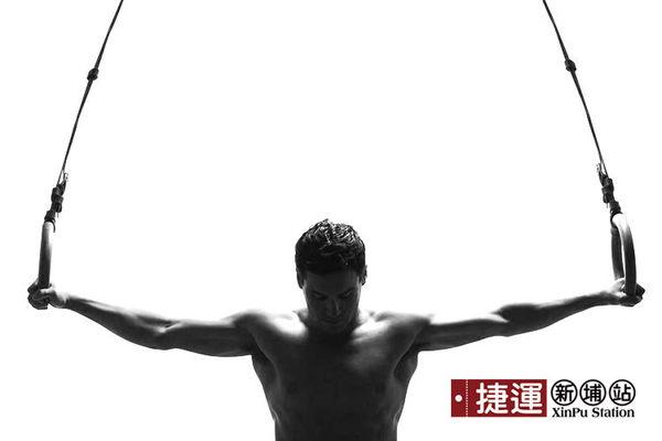 運動健身引體向上體操吊環