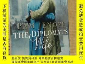 二手書博民逛書店THE罕見DIPLOMAT S WIFE 《外交官的老婆》英文大
