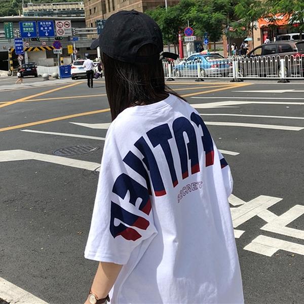 (免運)DE shop - 漸層英文字母圓領短袖T恤 - T-7445
