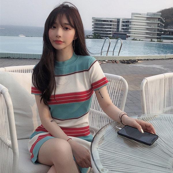 VK旗艦店 韓系藍底拼接條紋撞色修身短袖針織短袖洋裝