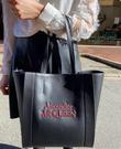 ■專櫃55折■ 全新真品■Alexander McQueen 紅色烙印 Logo 小牛皮購物包 黑色