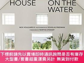 二手書博民逛書店The罕見Seaside House: Living on the WaterY360448 Nick Iii