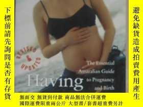 二手書博民逛書店英文原版罕見Having a Baby by Carol Fal