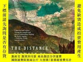 二手書博民逛書店The罕見Distance Between UsY255174