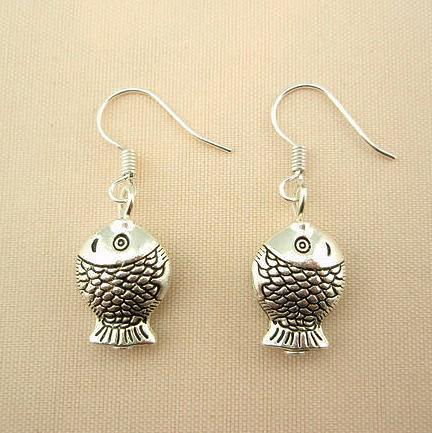 時尚個性銀色立體小魚銀耳環