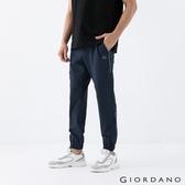 【GIORDANO】 男裝3M反光印花束口褲 - 05 深花寶藍