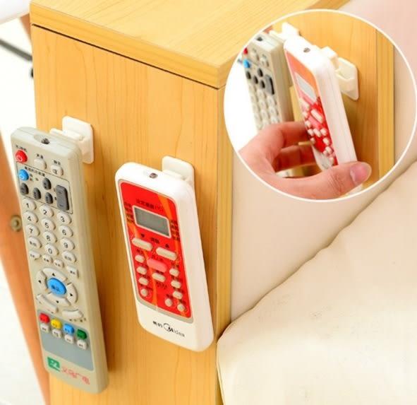 ♚MY COLOR♚黏貼式遙控器掛勾架 收納 掛架 置物 黏鉤 冷氣 電視 牆面 櫥櫃 多功能【K76】