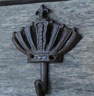 [協貿國際] 歐式皇冠系列復古鑄鐵鐵藝掛鉤衣帽掛鉤 2入