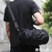 健身包男乾濕分離運動包小號圓筒斜挎包房訓練包籃球背包桶包男包『摩登大道』