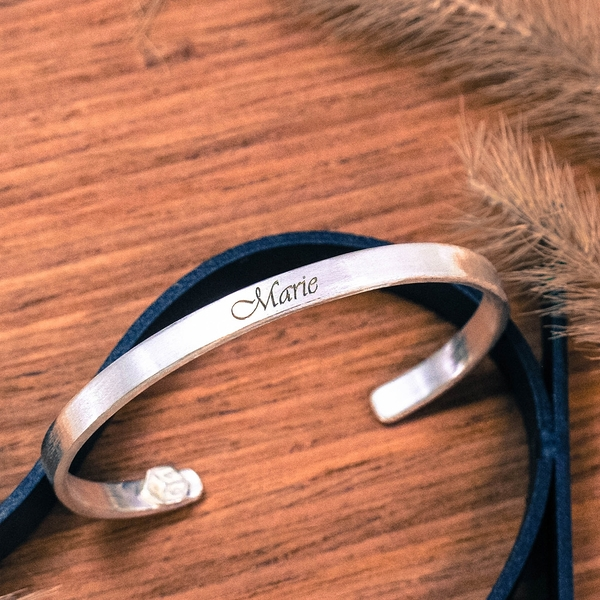 訂製手環/手鐲 [雙面刻字]姓名手環(小) 英文 文字 999純銀C型手環-64DESIGN