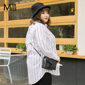 Miss38-(現貨)【A12190】大尺碼長袖襯衫 白色紅條紋 前短後長 中長版上衣 -中大尺碼女裝