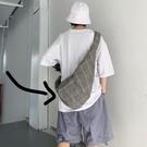男士斜背包 灰格子綁繩打結斜跨包多功能休閒布袋 男女款【快速出貨】