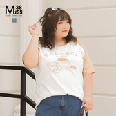 Miss38-(現貨)【A04222】大尺碼短袖上衣 卡通印花 撞色斜肩袖 純棉圓領T恤 休閒寬鬆- 中大尺碼女裝