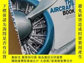 二手書博民逛書店The罕見Aircraft Book:The Definitiv
