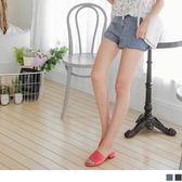 《BA3246-》高含棉單側刷破感休閒牛仔鬚邊短褲.2色 OB嚴選