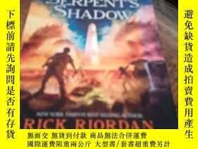 二手書博民逛書店The罕見Serpent s Shadow 精裝本Y23609