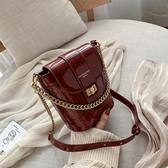 水桶包春夏網紅小包包女2020新款潮ins超火鍊條紅色包包時尚水桶斜背包 伊羅 新品