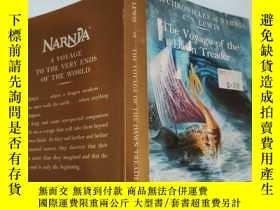 二手書博民逛書店the罕見voyage of the dawn treader 黎明踏浪號的航行Y200392