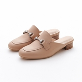 MICHELLE PARK 春夏新時尚簡約隨興真皮金屬馬銜釦低跟包頭無後跟懶人穆勒涼鞋-卡其色