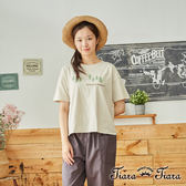 【Tiara Tiara】百貨同步aw 森林小樹&英字休閒風短袖上衣(灰/卡其)