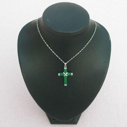 【歡喜心珠寶】【十字架玉墜】仿翡翠鑽墜飾品,天然染色石英岩(亦稱馬來玉),教學樣品