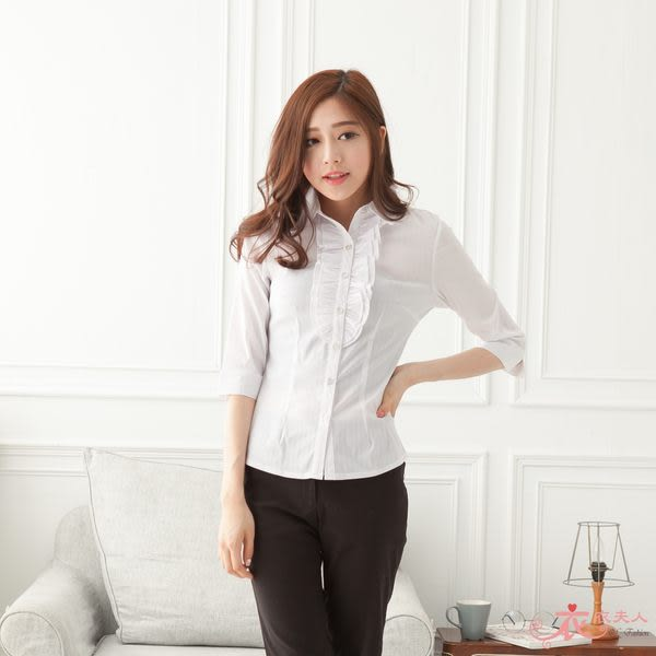 *衣衣夫人OL服飾店*【A33659】中大。胸前荷葉線條七分袖襯衫(藍)48-50吋