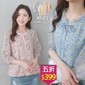 【五折價$399】糖罐子綁帶花邊領滿版印花雪紡上衣→預購【E54347】