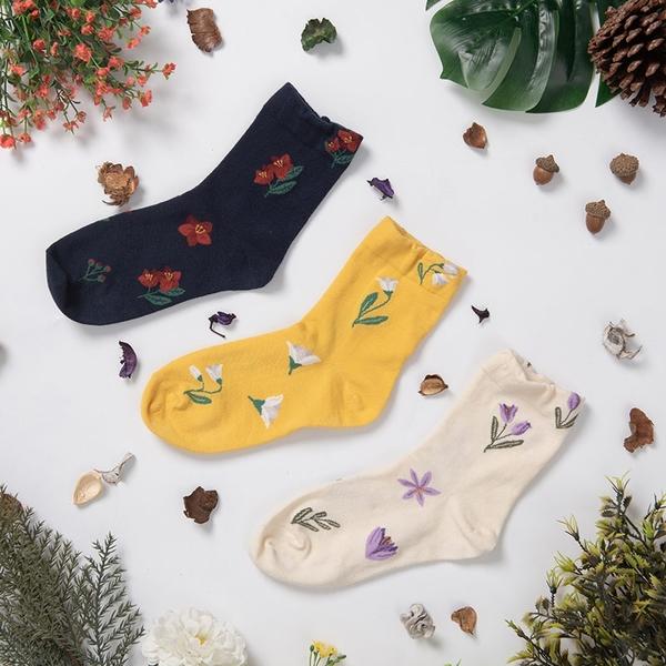 Queen Shop【07110470】氣質花漾配色造型襪 三色售*現+預*