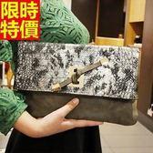 真皮手拿包-歐美風格時尚蛇紋女信封包4色68k20[巴黎精品]