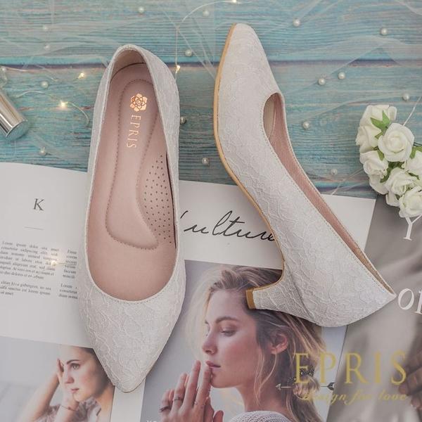 現貨 MIT小中大尺碼尖頭低跟鞋推薦 低跟和風 蕾絲緞面素面低跟鞋 21-26 EPRIS艾佩絲-浪漫白/閃耀白