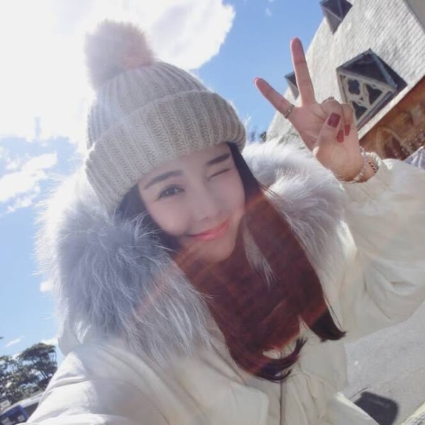 Qmigirl 網紅雪梨同款兔毛毛球保暖帽子 【QG2395】