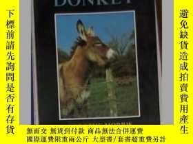 二手書博民逛書店英文原版罕見Looking After a Donkey by