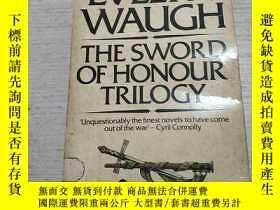 二手書博民逛書店THE罕見SWORD OF HONOUR TRILOGY:榮譽之