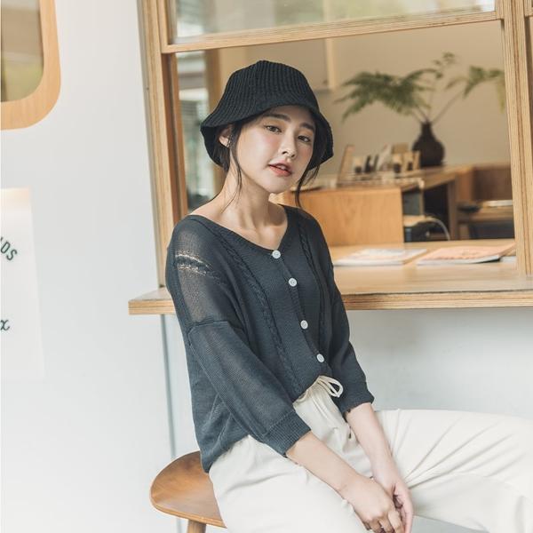 Queen Shop【01012659】簡約排釦設計針織上衣 四色售*現+預*