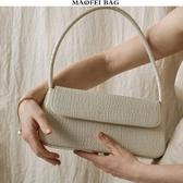 中古包包女2020新款小眾鱷魚紋復古手提包OL通勤法棍包腋下側背包 韓國時尚週